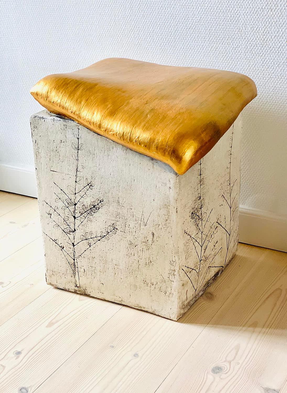 Seating clay-sculpture-engholm-michelsen-gold-pillow-pudestol