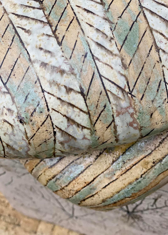 Seating-sculpture-clay-pude-stol-keramisk-stentoejsler-deatil-16-engholm-michelsen