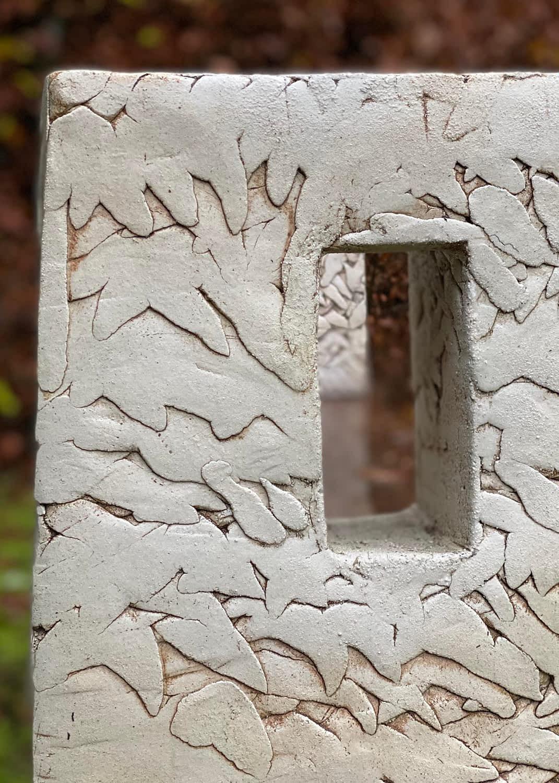 Clay-bench-sculpture-engholm-michelsen-stentoejsler-detail