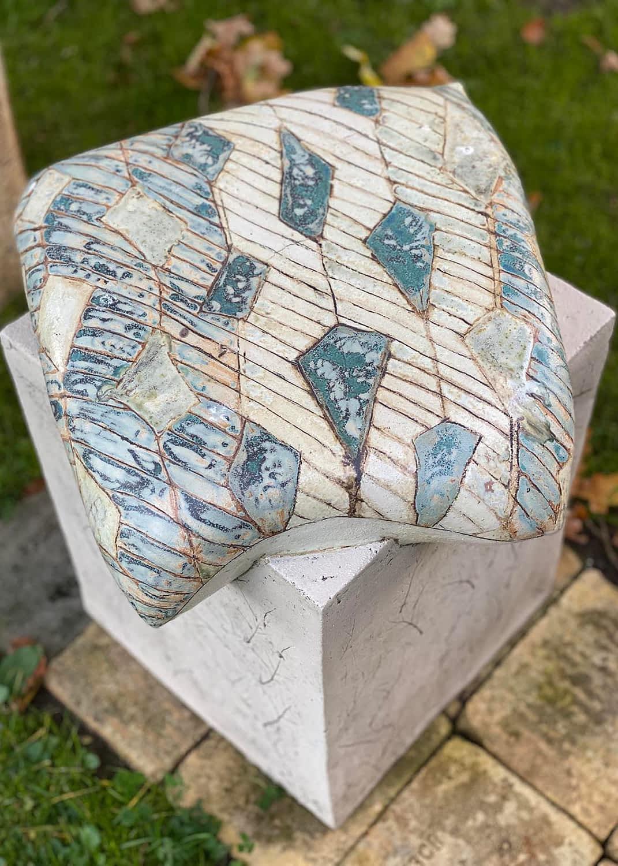 Seating-sculpture-clay-pude-stol-siddemoeble-keramisk-stentoejsler-12-engholm-michelsen